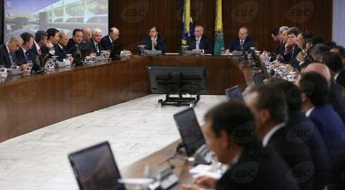 브라질 테메르 대통령 정부 각료 뇌물 스캔들로 '휘청'