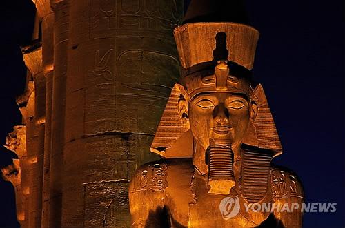 이집트, 룩소르에 3천년된 높이 11m 람세스2세 석상 복원 전시