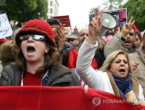 '아랍의 봄' 발원지 튀니지서 일자리 요구 대규모 시위