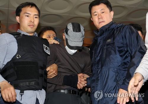 """경산 권총강도 구속영장 신청…""""범행 다 인정""""(종합)"""