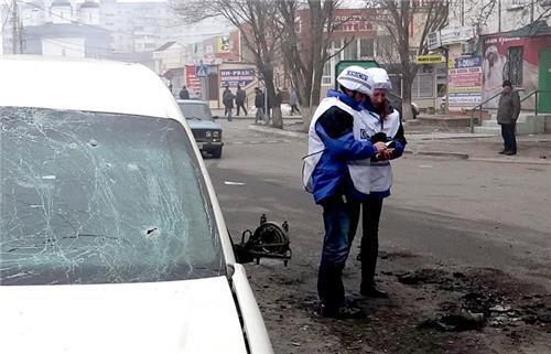 """우크라 동부 OSCE 휴전감시단 차량 지뢰에 폭발…""""3명 사상"""""""
