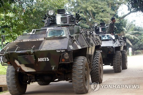 """필리핀 무장반군, 인질 또 참수…두테르테 """"50배로 갚아주겠다"""""""