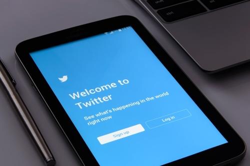 '뒤늦은 트럼프 효과?' 트위터 이용자 급증…분기 매출은 하락