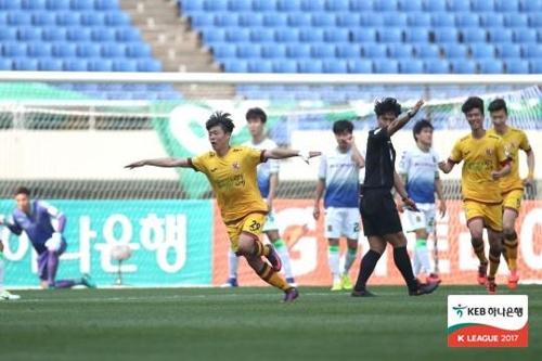 광주, '무패 가도' 전북에 일격…창단 후 전북전 첫승(종합)
