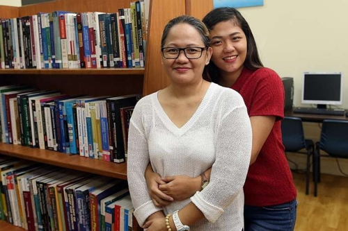 '20년 희생한 엄마위해' 공무원 버리고 가정부삶 택한 필리핀女