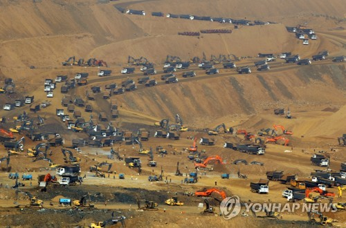 玉광산 거머쥔 미얀마 군부의 횡포…침입자 사살·비판다큐 차단