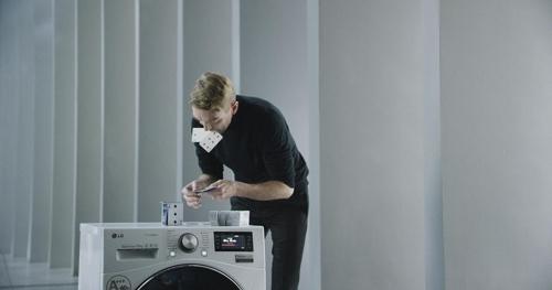 '카드탑 쌓은 LG 세탁기', 뉴욕광고제 동상 받아