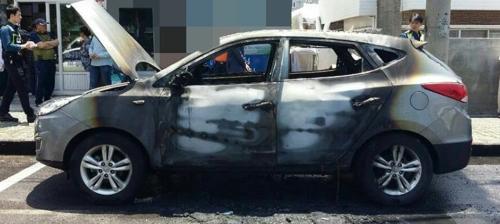 주차된 차량 화재로 전소…원인 조사