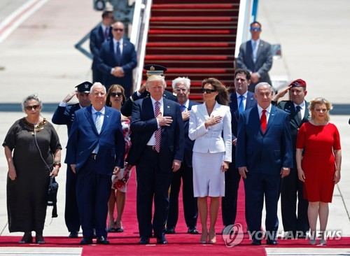 전용기 타고 사우디서 이스라엘로 직행한 첫 美대통령
