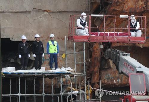 세월호 선미 3층 객실 진흙서 사람뼈 추정 뼛조각 6점 나와