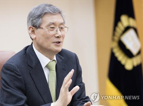 '사법행정권 사태' 고영한 법원행정처장 퇴진…재판 복귀