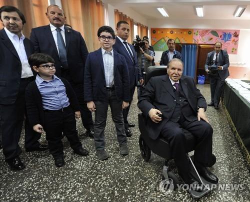 알제리 대통령, 새 총리에 테부네 전 주택장관 임명