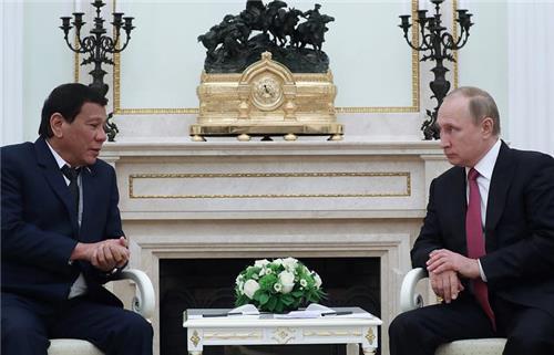 방러 두테르테, 푸틴 대통령에 신형무기 공급 요청