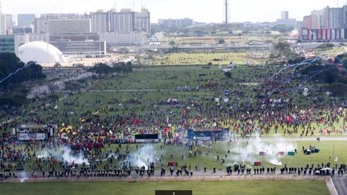 불타는 브라질리아…'반 테메르' 시위대 연방정부 청사 방화(종합)