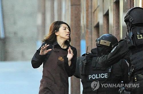 """시드니 카페 인질극 30개월후 500쪽 보고서 """"경찰 진입 늦었다"""""""
