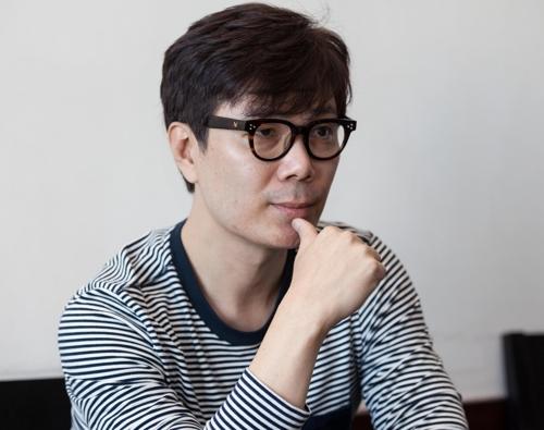"""김영하 새 소설집…""""지난 7년간 내 삶도 둘로 나뉘었다"""""""