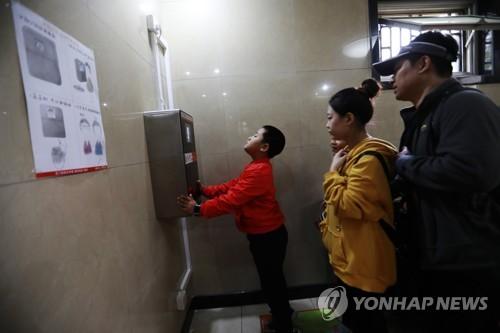 中 '화장실 혁명' 박차…관광지 12곳 개선명령