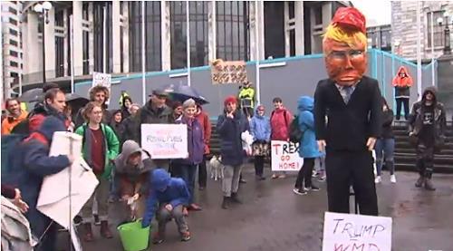 웰링턴 시민들, 틸러슨 美국무에 손가락 욕ㆍ항의시위