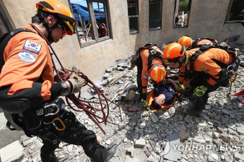 규모 7.5 지진이 닥치면…119본부 폭염 속 '실전 같은 훈련'