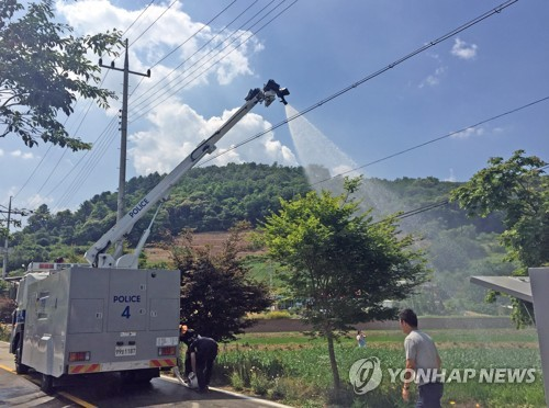 [카메라뉴스] 경찰 살수차, 화천 가뭄 진압 '특명'