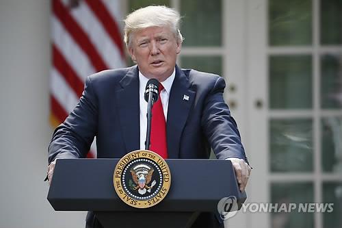 """""""트럼프, 대북 경제제재 효력 1년 더 재연장 의회에 통보"""""""