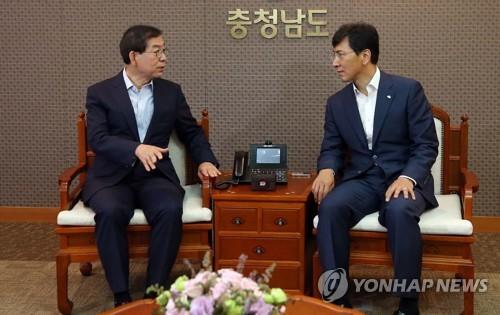 '차기 대선후보' 거론 박원순-안희정 한자리…상생방안 논의(종합)