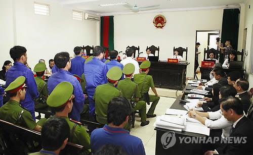 베트남, 변호사에게 고객의 안보위협범죄 신고 의무화법 논란
