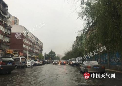 중국 13개 성(省)에 폭우 '황색경보'…항공편 취소 잇따라