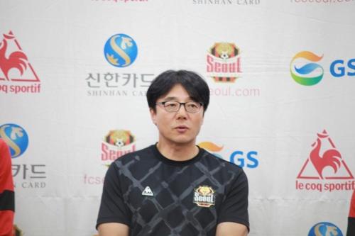 """황선홍 감독 """"한국 축구는 위기…월드컵은 나갈 수 있을 것"""""""