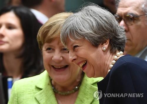 """메르켈 '英 EU시민 권리보호' 약속에 """"좋은 출발""""(종합)"""