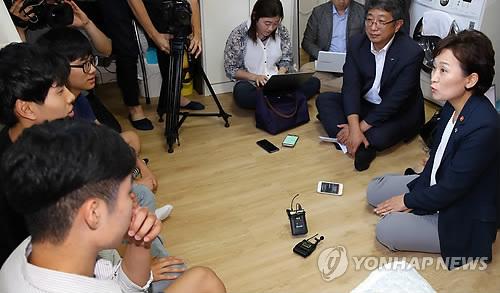 """김현미 국토장관 """"청년·신혼 공공임대 4천700가구 추가공급""""(종합)"""
