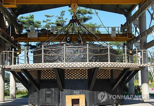 애물단지 5억짜리 가마솥 '원형보존' 결정…지붕 한옥 개량