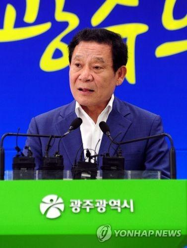 윤장현 시장, '5·18 왜곡 단골인사' 지만원씨 고소