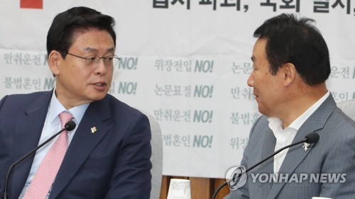 한국당, '발목잡기' 비판여론에 대여투쟁 수위 고민