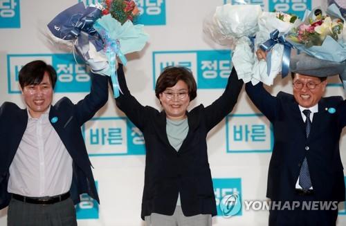 """""""우리가 정통보수""""…한국당·바른정당, 주도권 경쟁 개시"""