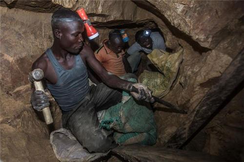 가나 불법 금광 붕괴사고 사망자 22명으로 늘어