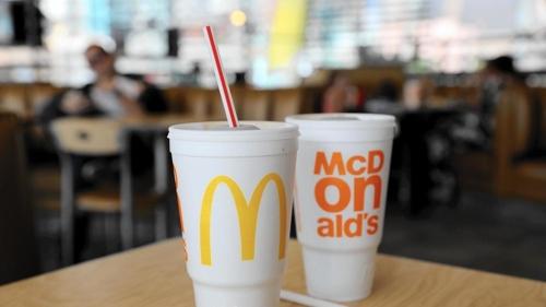 美 맥도널드 매장에 스티로폼 컵 재등장…환경단체 반발 예상