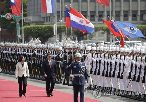 대만, 남은 수교국 잡기 안간힘…11개국에 무비자 체류허용