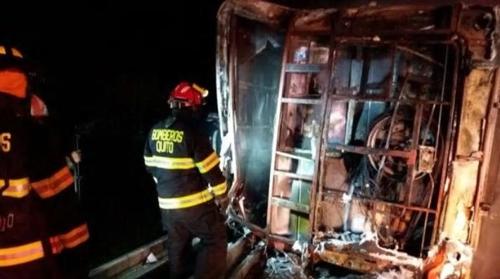 에콰도르 고속도로서 버스 전복 뒤 화재…14명 사망·26명 부상