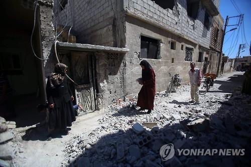 시리아 주재 러시아 대사관에 포탄 떨어져