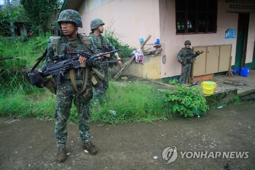 필리핀 남부 계엄령 연장될 듯…IS 추종반군 또 납치행각