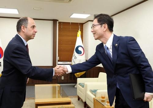"""정부, 유엔 北인권보고관에 """"北억류 한국인 관심"""" 요청"""
