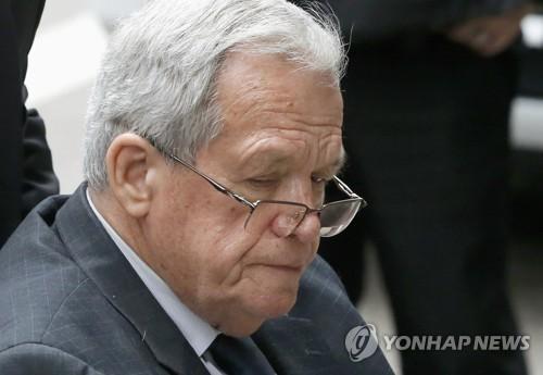 해스터트 전 美하원의장, 수감 13개월 만에 사회적응시설 이감
