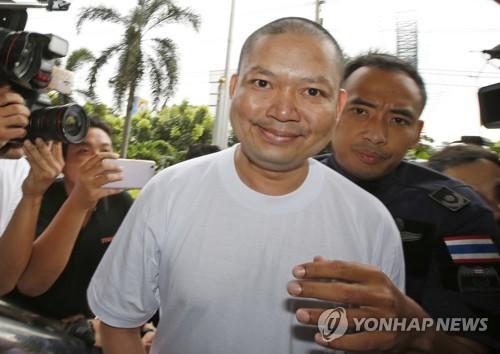 자가용 비행기 보유 아동 성폭행범 태국 파계승, 미국서 추방돼