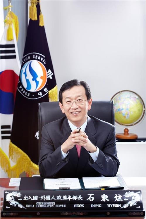 지구촌사랑나눔 이주민인권상 수상자에 석동현 변호사
