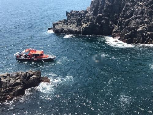 제주 서귀포 외돌개 해상서 50대 여성 숨진 채 발견(종합)