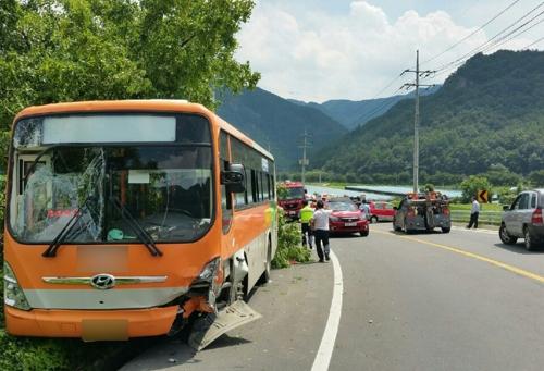 무주서 시내버스-승용차 충돌…20명 다쳐