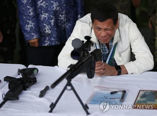 필리핀 남부 계엄령 연말까지 연장…두테르테, IS와 총력전