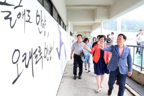 [카메라뉴스] 벽화로 단장된 FC안양 홈 경기장