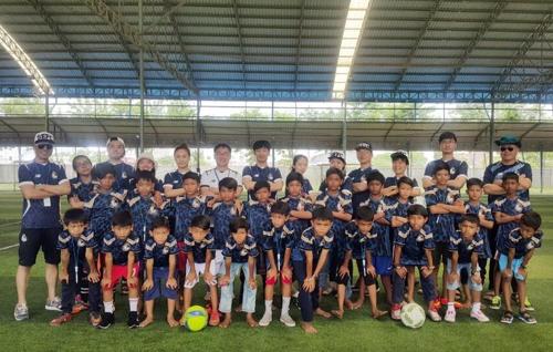 서울 이랜드, 캄보디아 저소득층 어린이에 축구용품 지원